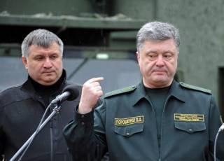 Если верить источникам, из-за палаток на Грушевского Порошенко крупно повздорил с Аваковым