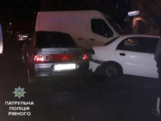 В Ровно полиция спасла от самосуда пьяную женщину-водителя, которая разбила четыре машины