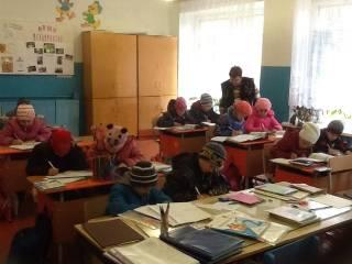 Киевские власти признали, что часть столичных школ до сих пор сидят с холодными батареями