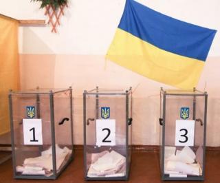 Сразу два социологических центра выясняли, кого украинцы готовы поддержать на выборах. Результаты существенно отличаются