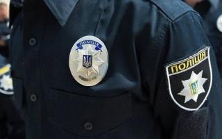 В Киеве горе-родители на двое суток оставили маленьких детей в запертой квартире