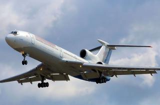 В Китае во время взлета из самолета выпала стюардесса