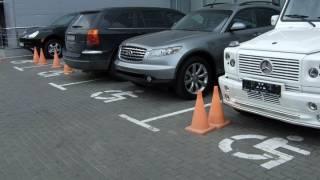 С сегодняшнего дня любителей припарковаться на местах для инвалидов будут больно бить по карману