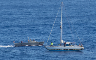 В Тихом океане спасли дрейфовавших 5 месяцев девушек