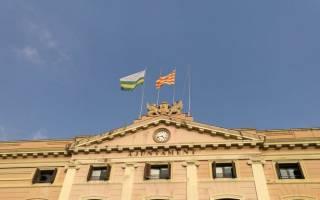 В Каталонии уже активно спускают флаги Испании