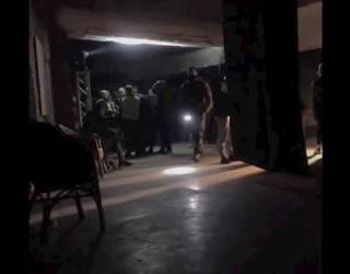 Столичная полиция устроила облаву в ночном клубе: посетителей избивали прикладами и забирали в военкомат