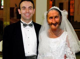 Иностранцы массово берут в жены украинских бабушек, причем многие из невест идут под венец «беременными»