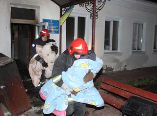 В Хмельницком сгорел детский реабилитационный центр. Спасатели вывели из огня 38 детей