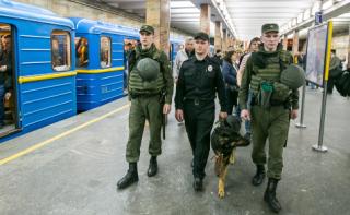 Столичная полиция переходит на усиленный режим работы. Людям документы лучше носить с собой