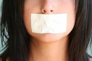 В криворожской школе учительница заклеивала детям рты скотчем, чтобы не болтали на уроке