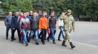 Во Львове военные устроили ночную облаву на призывников, вручив 10 повесток
