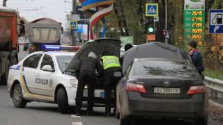 Полиция массово проверяет въезжающие в Киев автомобили. На КП образовались километровые пробки