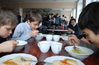 Журналисты показали в каких условиях работает школьная столовая в Миргороде