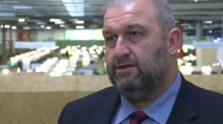 В Уэльсе найден мертвым экс-министр, которого уволили из-за скандала с женщинами