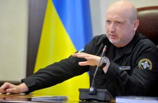 По словам Турчинова, Россия стягивает к украинской границе свои войска, которые хочет выдать за миротворцев