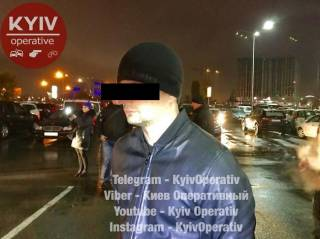 Задержанных с 6 кг взрывчатки парней на днях выгнали из палаточного городка под Верховной Радой