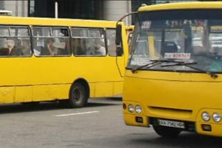 В Киеве маршрутка прижала женщину к троллейбусу, сломав ей ребра и пробив легкое