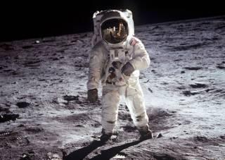 За долги Украины можно 14 раз слетать на Луну