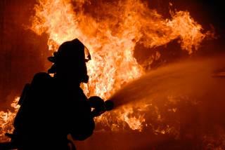 Ночью в центре Киева произошел крупный пожар в многоэтажке. Людей пришлось эвакуировать