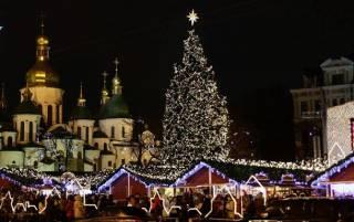 Украинцы не хотят видеть в Киеве 110-летнюю елку, которую придется выбросить через два месяца