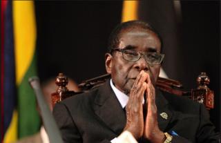 Президент Зимбабве под домашним арестом, его супруга покинула страну