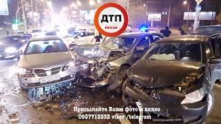 В одном из самых аварийных районов Киева произошло масштабное ДТП