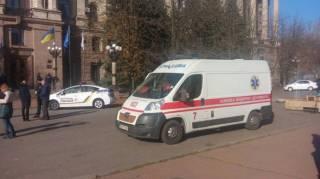Сторонники бывшего мэра Николаева устроили потасовку в горсовете. В итоге здание «заминировали» и кто-то бросил шашку