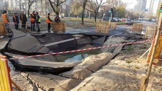 В Киеве очередной прорыв труб. Бульвар Верховной Рады залило кипятком