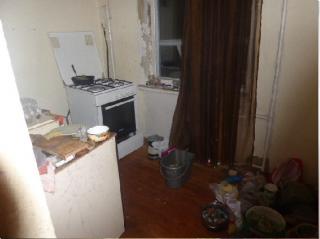В Киеве горе-мать почти месяц держала своего ребенка в одной квартире с трупом