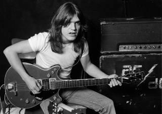 Еще один удар по рок-н-роллу: умер гитарист и один из основателей AC/DC Малкольм Янг