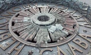 Вечный огонь в центре Киева опять залили цементом
