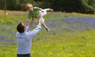 В Киеве веселая игра отца с годовалым малышом закончилась печально