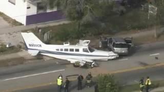 Во Флориде самолет рухнул прямо на шоссе. Жертв чудом удалось избежать