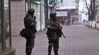 Луганские боевики путаются в показаниях, пытаясь объяснить, почему на улицах полно военных