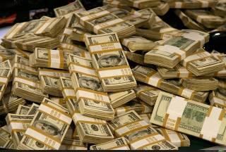 Украинские олигархи под шумок делят наши деньги