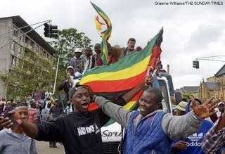 Парламент и жители Зимбабве песнями и танцами встретили известие об отставке Мугабе, правившего страной 40 лет