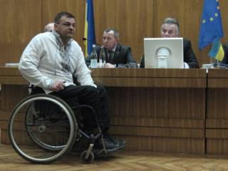 В Тернополе депутат-«свободовец» в инвалидной коляске нанес черепно-мозговые травмы двоим полицейским