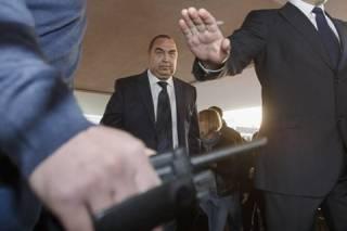 Появилось видео, как Плотницкий с ручной кладью шагает по московскому аэропорту