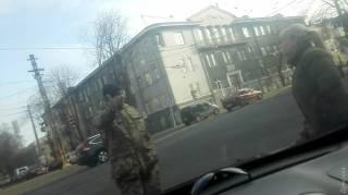 В Одессе сотрудники военкомата бросались под колеса автомобиля, чтобы не отпускать ранее похищенного ими студента