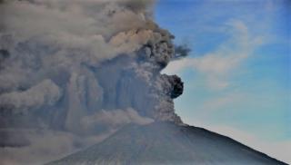 На Бали из-за проснувшегося вулкана эвакуируют 100 тысяч человек