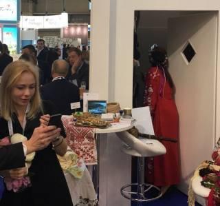 Украинский совок на международной выставке в Испании