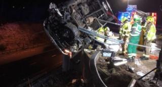 В Британии полицейский держал сорвавшийся с моста фургон до прибытия спасателей