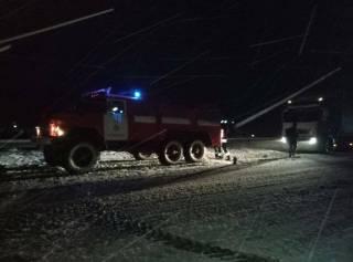 На Закарпатье более 20 автомобилей оказались в снежной ловушке