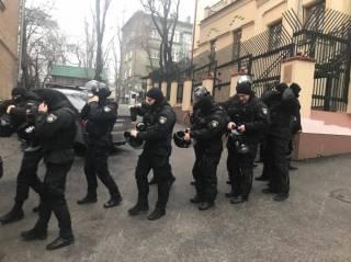 Михаилу Саакашвили устроили «маски-шоу». Так, что он чуть не выпрыгнул с крыши