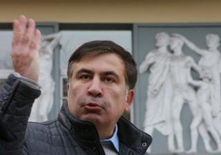 Силовики задержали Саакашвили. Под его домом активисты чуть не устроили самосожжение
