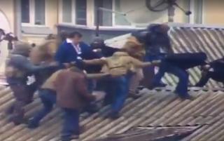 В Сети  появилось видео, как Саакашвили снимали с крыши