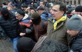 В полиции объяснили, почему до сих пор не задержали Саакашвили. Он даже не может по-человечески помыться