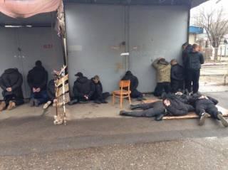 Банда из 18 человек пыталась ограбить рынок в Николаеве. В ход пошли пистолеты и гранаты