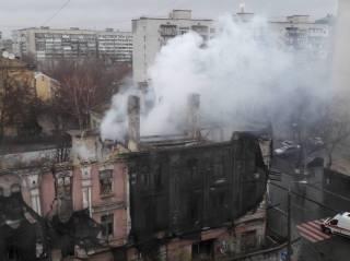 В Киеве горит историческое здание. В КГГА говорят, что это «какая-то странная традиция»