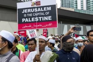 Тысячи протестующих осаждают посольства США по всему миру